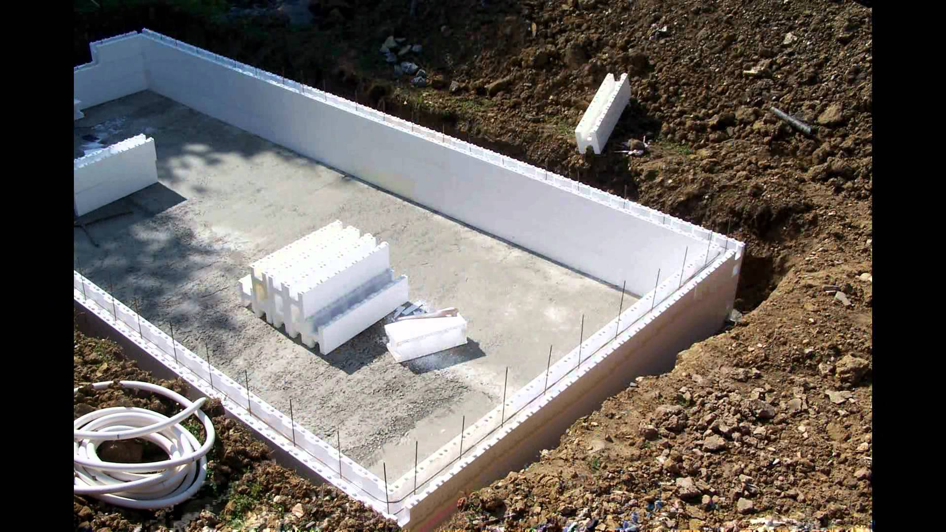 Structure b ton cr apiscine for Piscine bloc polystyrene